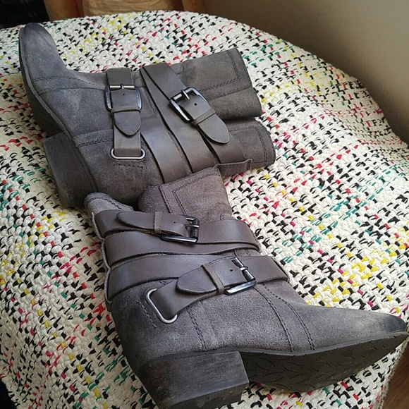 Naya Shoes - Gray Leather booties by Naya
